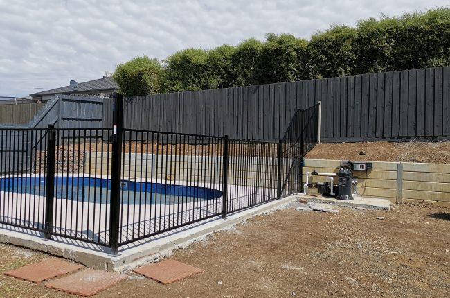 Tubular pool fence-min