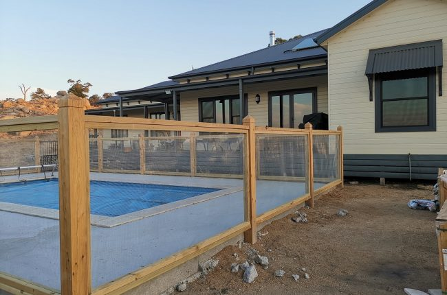 Wire mesh pool fence-min
